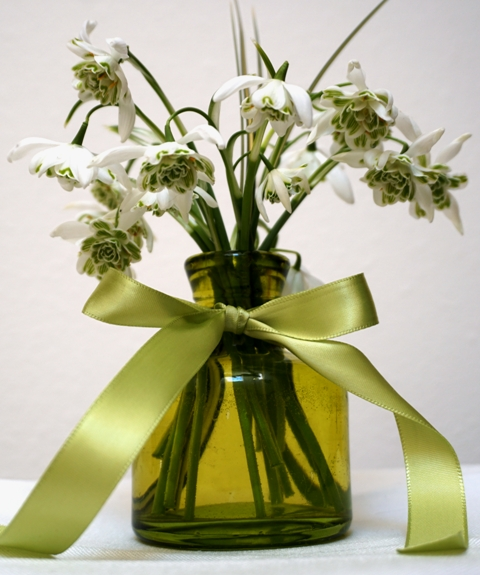 Mini bouquet wtih double snowdrops